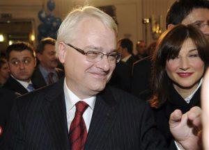Croatian President apologizes to Bosnia